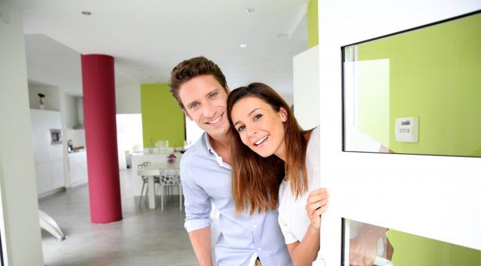 couple-open-door