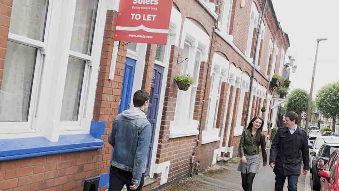 Britain's total residential rent roll falls by £5bn